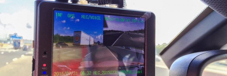 The Rexing VI 2.7-inch LCD 170° Wide Angle Dashcam